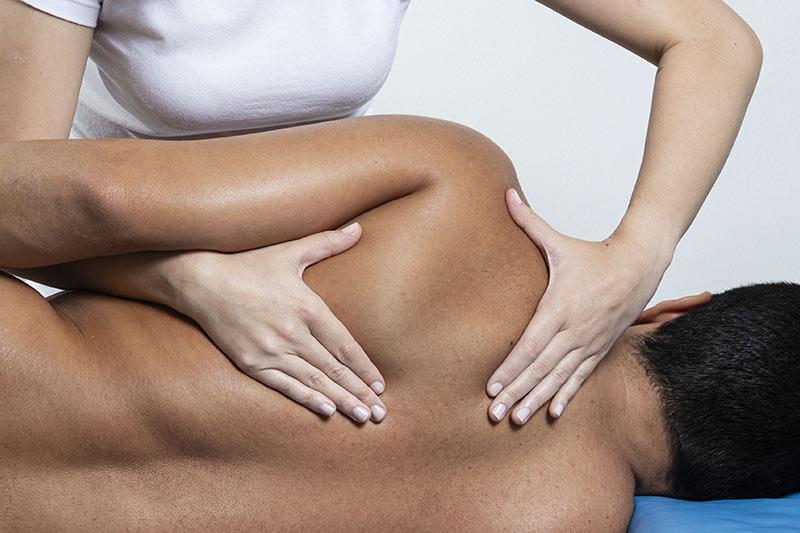 Manuelle Therapie z.B. bei Rückenbeschwerden